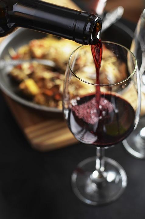 rødvin og mad