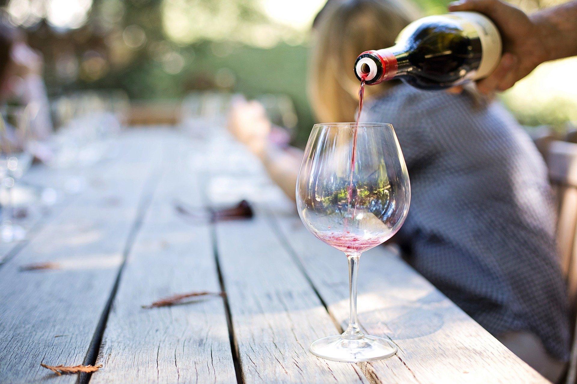 vin_skænkning